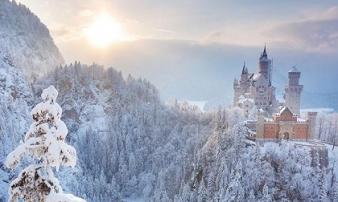 Những lâu đài phủ đầy tuyết lãng mạn nhất thế giới