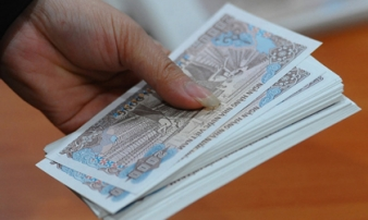 Đổi tiền mới sát Tết: Phí tăng, khan mệnh giá nhỏ
