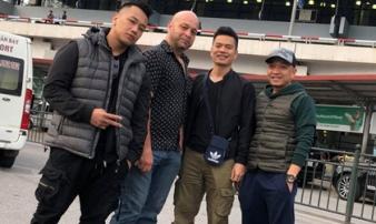 Flores có mặt tại Hà Nội, bức xúc vì không gặp được Tuấn 'hạc'
