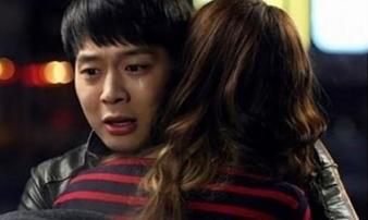 Rớt nước mắt khi biết lý do đêm nào vợ cũng ôm gối khóc thổn thức