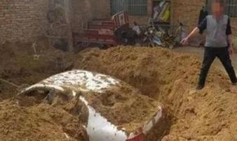 Tông trúng 3 người, đem ô tô về chôn sau nhà để phi tang