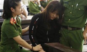 Nữ bị cáo xinh đẹp ngã khụy khi bị phạt 13 năm tù