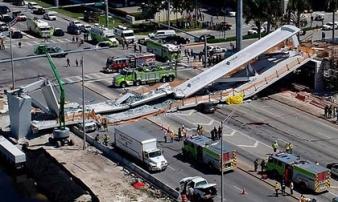 Khoảnh khắc cầu vượt 950 tấn đổ sập giết 6 người ở Mỹ