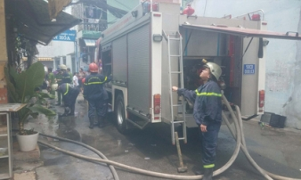 TP.HCM: Giải cứu thành công cụ ông 70 tuổi bị ngạt khói trong quán cà phê bốc cháy giữa trưa
