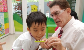 Cho con học tiếng Anh 'tiền lớp 1': Cha mẹ nên cân nhắc kỹ