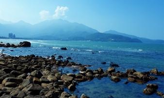 Đến Đà Nẵng chớ bỏ qua bãi biển đẹp nao lòng dưới chân đèo Hải Vân
