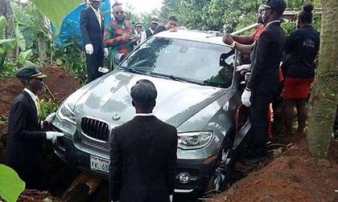 Con trai chôn cất bố quá cố cùng xe hơi 2 tỷ đồng thay vì quan tài gây sốt mạng