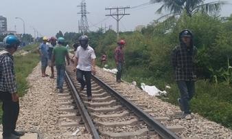 Cố băng qua đường ray khi tàu đang lao tới, đôi nam nữ tử vong