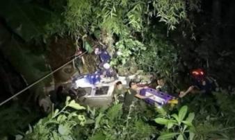 Vụ đội bóng Thái Lan mắc kẹt: Xe cứu hộ lao xuống vực