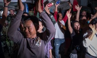 Người Thái ăn mừng suốt đêm vì chiến dịch giải cứu đội bóng thành công