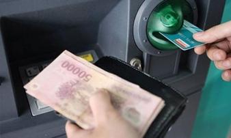 Tăng phí ATM nội mạng: Vì sao 'ông lớn' ngân hàng bị tuýt còi?