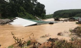 Kon Tum: Hàng chục ngôi nhà bị nhấn chìm trong biển nước