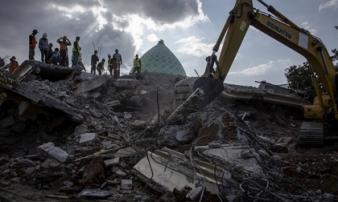 Lombok, Indonesia, hoang tàn sau 3 trận động đất liên tiếp