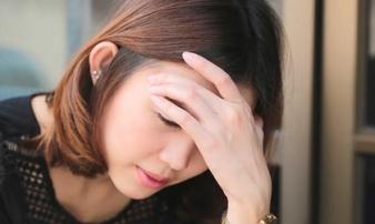 Nhìn chồng bật khóc giữa đêm, tôi quyết định ký đơn ly hôn để anh đến với bồ