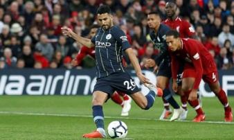 Mahrez thành 'tội đồ', Man City hụt chiến thắng trước Liverpool