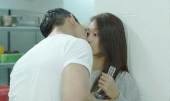 Hậu Duệ Mặt Trời Việt: Nụ hôn rượu vang 'chết' trong tay Khả Ngân vì... quá nhạt