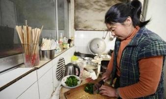 Người phụ nữ bị ung thư dạ dày giai đoạn cuối vì thói quen nấu nướng tai hại