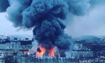 Siêu thị chìm trong biển lửa, 800 người hoảng loạn sơ tán