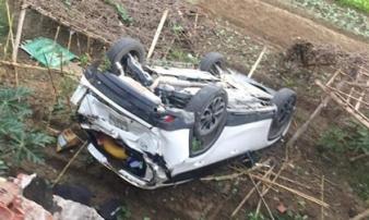Ô tô bay khỏi cầu sau cú lùi xe kinh hoàng của nữ tài xế