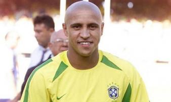 Bất ngờ Roberto Carlos đến Mỹ Đình cổ vũ Việt Nam đấu Malaysia