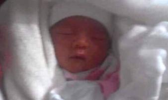 Hải Dương: Bé trai sơ sinh bị bỏ rơi trước cổng nhà chùa trong đêm