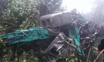 Xe tải chở 4 người lao xuống vực sâu hơn 100m ở Sơn La