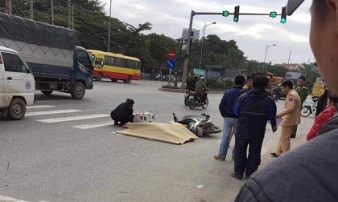 Dừng đèn đỏ, nam thanh niên bị xe khách tông tử vong tại chỗ