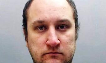 Cảnh sát 'yêu râu xanh' hãm hiếp bé gái 13 tuổi lĩnh 25 năm tù