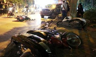 Clip: Giây phút nữ tài xế xe Lexus lao xe vào nhóm người đi bộ trên phố Hà Nội