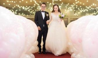 """Những hình ảnh """"có một không hai"""" trong lễ cưới NSND Trung Hiếu và vợ kém 19 tuổi"""