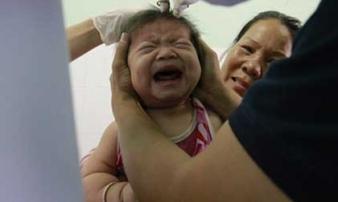 Vụ vợ chồng trẻ chết dưới bánh xe container: Gần 1 tỉ đồng hỗ trợ 3 cháu bé