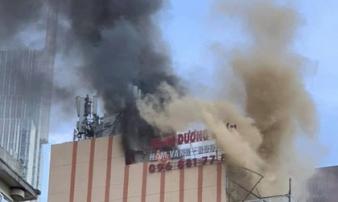 Cháy nhà hàng giữa trung tâm TP.HCM, khách và nhân viên tháo chạy thục mạng