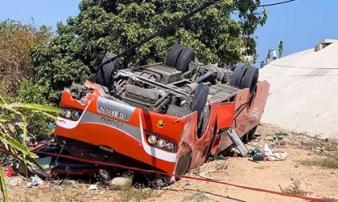 Hiện trường khủng khiếp vụ xe chở du khách Hàn Quốc lao xuống vực ở Bình Thuận