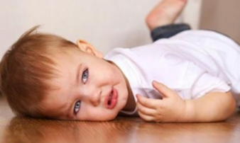 Bé trai 6 tuổi vừa thức dậy bỗng đột quỵ, cha mẹ nên lưu ý bộ phận này của trẻ