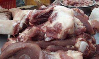 Dịch tả lợn châu Phi: Chị em nội trợ e dè mua thịt lợn, tiểu thương khóc ròng