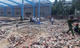 Vĩnh Long: Sập tường nhà xưởng, 5 người chết, nhiều người bị vùi lấp chưa tìm thấy