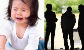 Mẹ 17 tuổi cùng bạn trai và 2 anh họ hành hạ bé gái một tuổi đến chết