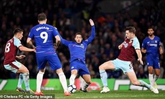 Chelsea 2-2 Burnley: Đến lượt Chelsea sảy chân, cuộc đua Top 4 thêm gay cấn