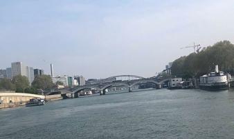 Ghé thăm dòng sông Seine thơ mộng của 'thành phố tình yêu' Paris