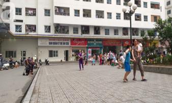 Túi rác bị ném từ tầng 36 chung cư HH Linh Đàm xuống sân, bé trai 4 tuổi thoát nạn trong gang tấc