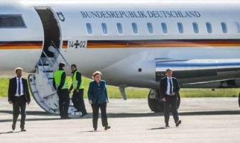 Máy bay của Thủ tướng Đức bị ô tô đâm