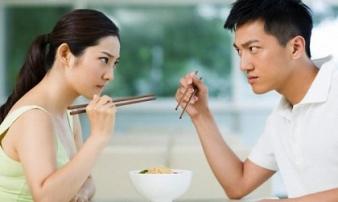 Chồng dọa 'trả về nơi sản xuất', mẹ chồng lên tiếng khiến tôi 'ngớ người'
