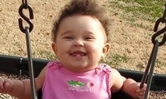 Bé gái 11 tháng chết tức tưởi trong ô tô chỉ vì sai lầm không tin nổi của bố mẹ
