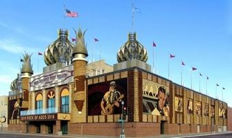 Khám phá cung điện ngô duy nhất tồn tại trên thế giới