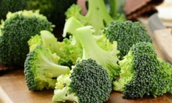 Đi ăn quán, nên tránh gọi 3 loại rau quen này vì rất bẩn, nhà hàng chưa chắc đã rửa