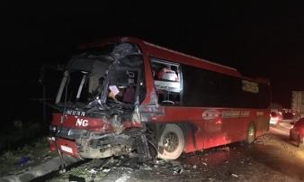 Lại tai nạn giao thông giữa ô tô khách và xe đầu kéo ở Hòa Bình