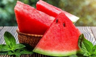 Suýt chết vì mắc sai lầm khi ăn dưa hấu, ghi nhớ 3 cách bảo quản tránh rước bệnh