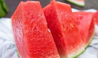 Suy hô hấp vì ăn dưa hấu sai cách, chuyên gia chỉ rõ những người không nên ăn