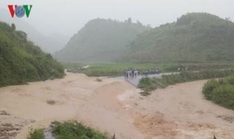 Mưa lớn gây nguy cơ lũ, sạt lở và ngập úng ở nhiều nơi trong hôm nay