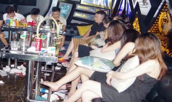 Bắt quả tang nhiều 'chân dài' mở tiệc ma túy ở quán karaoke